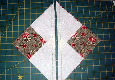 разрезаем лоскутный блок по отмеченной диагонали