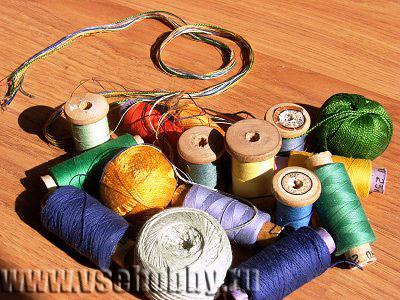 простые нитки как основа декоративной вазочки ручной работы
