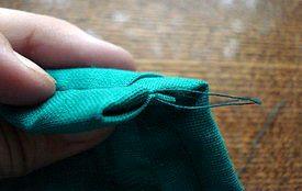 закрепляем швы окантовки лоскутного одеяла ручной работы