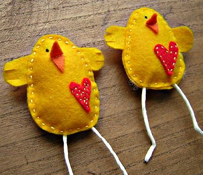 цыплята с аппликациями сердечками из флиса своими руками