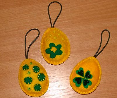яйца из флиса к Пасхе своими руками с вышивкой бисером и аппликациями