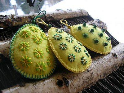 пасхальные яички из флиса с вышивкой своими руками