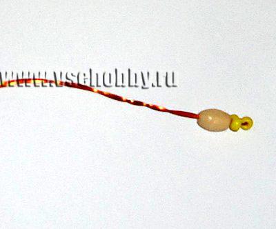 тычинка фиалки из бисера из продолговатой бусины и желтых бисерин на проволоке