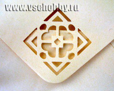 фрагмент конверта с фигурным отверстием из скрапбукинг фото альбома для новорожденной подарок своими руками