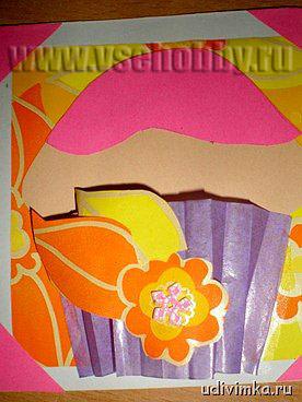украшаем корзиночки кексов на открытке ручной работы с 8 марта