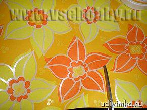 вырезаем своими руками из оберточной бумаги фрагменты цветы для украшения открытки ручной работы