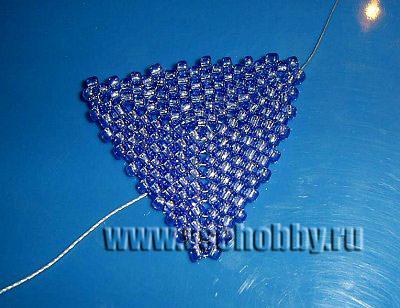 мозаичное плетение до размера чуть меньше нужного для трёхлистника ручной работы