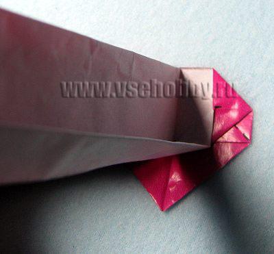 Не разгибая только что сделанного сгиба бумажную ленту кладём вправо