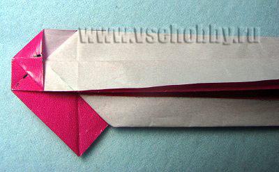 Не забудьте опять совместить бывший сгиб треугольничка с новым сгибом