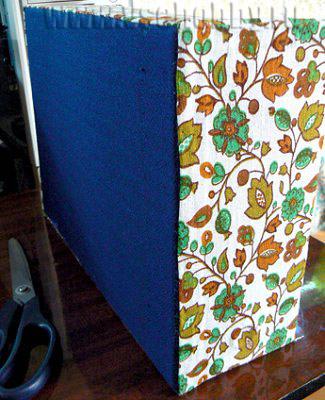 приклеиваем полосу ткани по всему периметру комода ручной работы