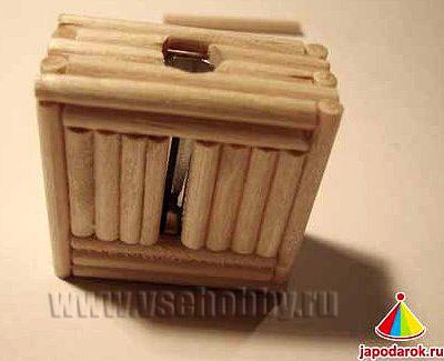 основание домика ручной работы из палочек для шашлыка