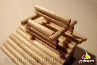 основание второго яруса подготовлено к укладке крыши китайского домика ручной работы