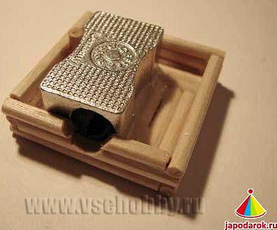 делаем следующий ряд бревнышек из деревянных шампуров