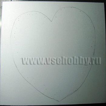 окошко сердечко на открытке ручной работы намечаем карандашом