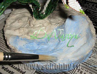 красим подставку в бело-голубые снежные тона
