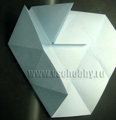 сгибаем второй носик и укладываем плоско делаем своими руками снежинку оригами