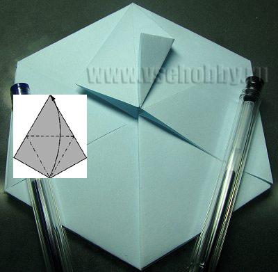 правый угол ромба сгибаем совмещая с серединой делаем снежинку оригами своими руками