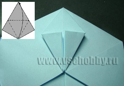 левый угол ромба сгибаем совмещая с серединой делаем снежинку оригами своими руками