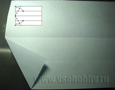 загибаем нижний левый угол листа А4 делаем равносторонний шестиугольник