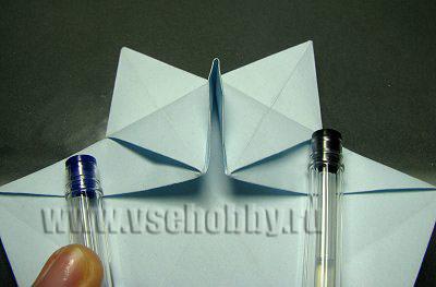 носик между двумя сгибами при изготовлении своими руками снежинки оригами
