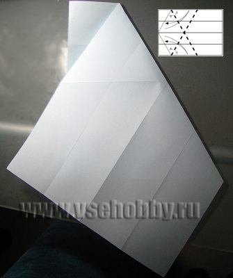верхний срез листа загибаем вниз налево делаем из А4 равносторонний шестиугольник