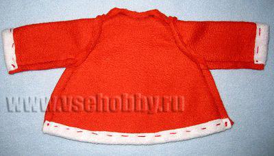 сшиваем куртку новогодней куклы тильды деда мороза ручной работы по боковым швам