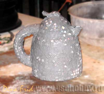 Чайник с мозаикой покрыт затиркой
