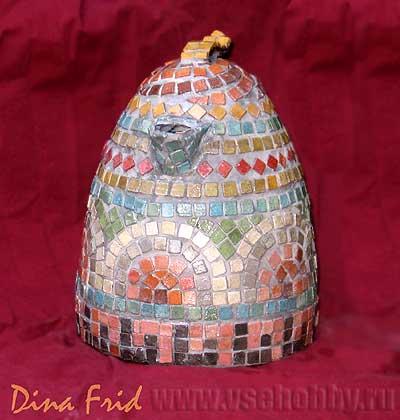 Декорированный мозаикой чайник, вид впереди