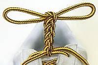 Дерево из шнурков на ботинках
