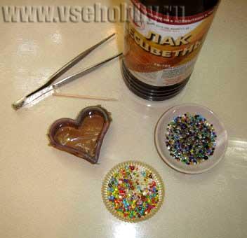 Формочка для изготовления кулона сердечка из бисерных отходов своими руками