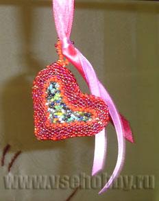 Оплетённый кулон-сердечко из бисерных отходов своими руками