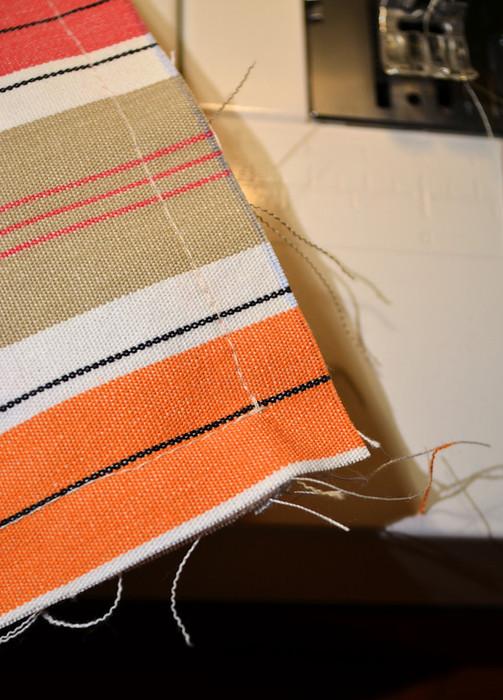 Сострачиваем детали на швейной машинке запошивочными швами