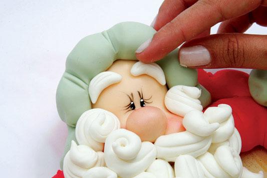 Лепка из мастики Деда Мороза