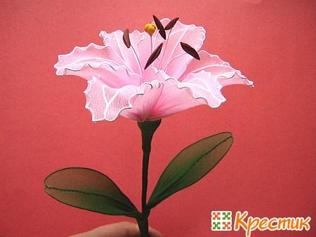 Цветок из капрона лилия