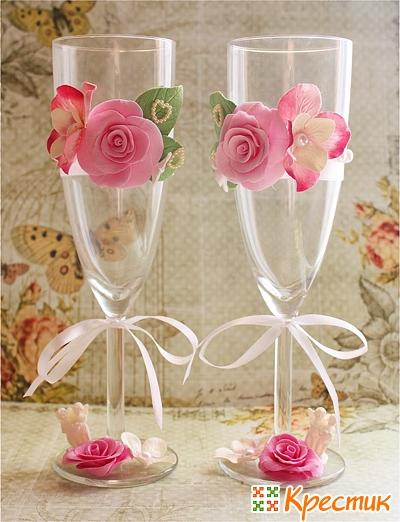 Украшение бокалов цветами из глины