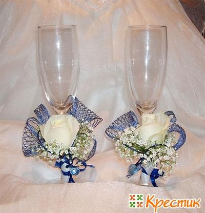 Украшение свадебных бокалов цветами