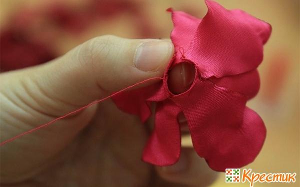 Сборка цветка из лепестков