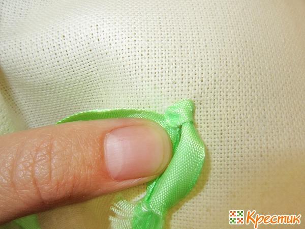 Как делать простой узелок вышивка лентами