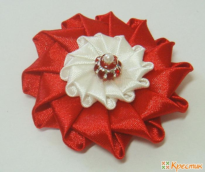 Цветы из ткани канзаши