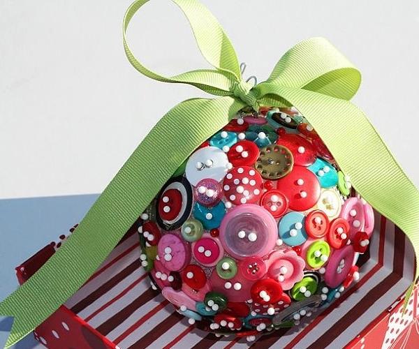 Новогодний шар из пуговиц своими руками