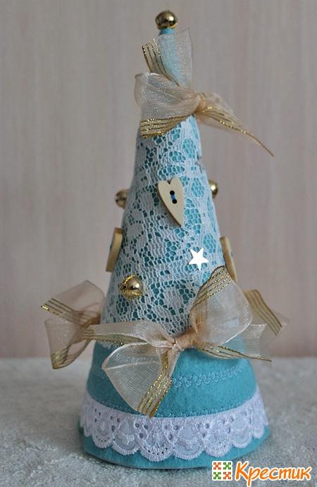 Голубая елка из ткани