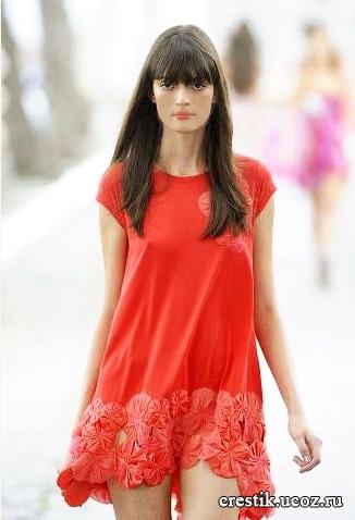 Цветок из ткани на платье