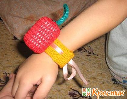 Детский браслет-погремушка