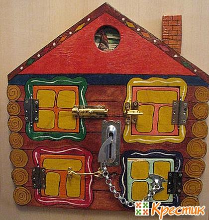 Развивающая игрушка домик