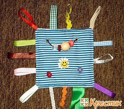 Развивающая игрушка с ленточками