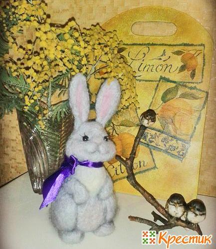 Пасхальный кролик из шерсти