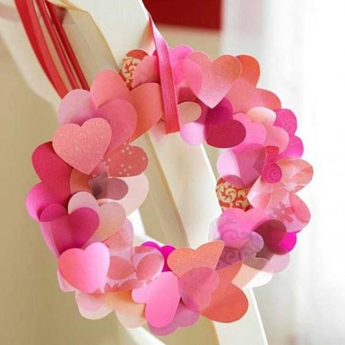 Венок из бумажных сердечек