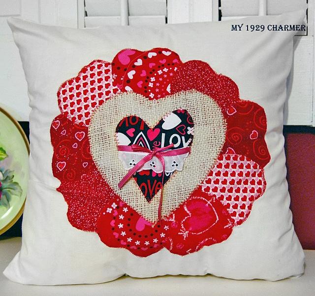 Подушка с сердечком на 14 февраля