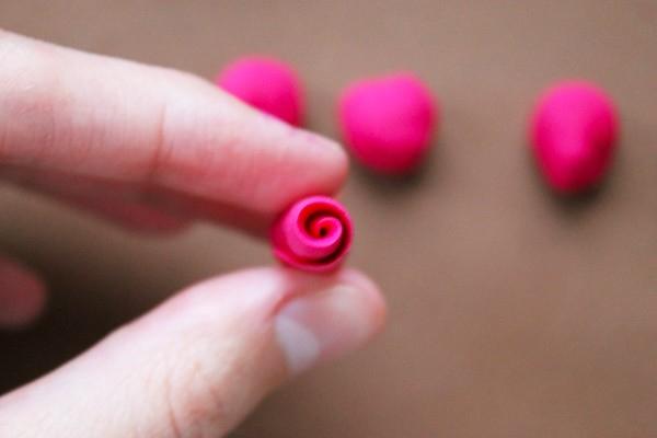 Делаем розы из полимерной глины