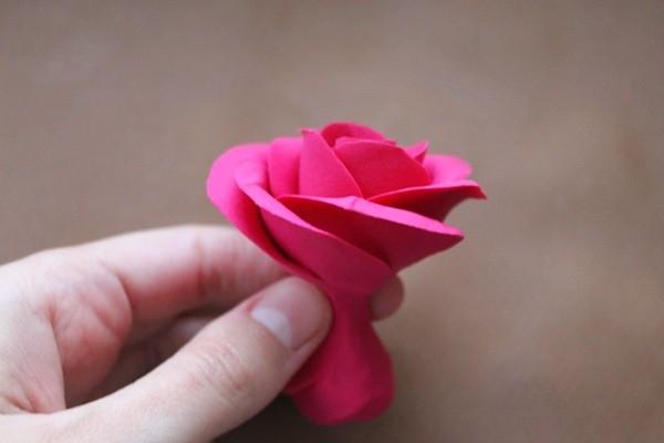 Ножка большой розы из глины